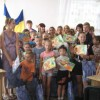 Вручення шкільного приладдя дітям до початку навчального року