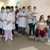 Маленьких пацієнтів дитячого відділення міської лікарні привітали зі святом